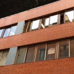 Ventanales de correderas en edificio de oficinas de Bilbao